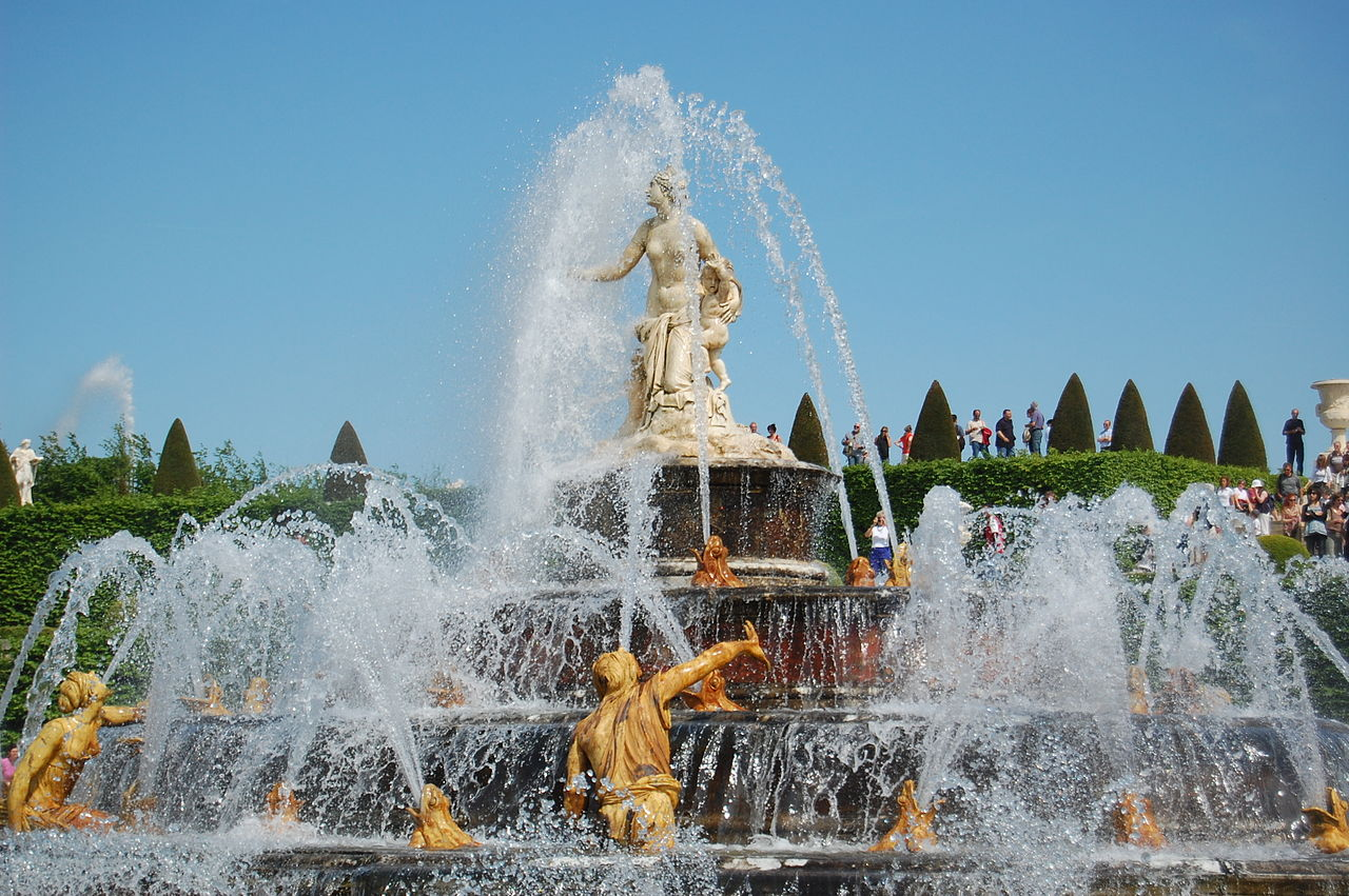 http://travelermap.ru/wp-content/gallery/1-185/1280px-Fountain_in_the_Parc_de_Versailles_2519388110.jpg